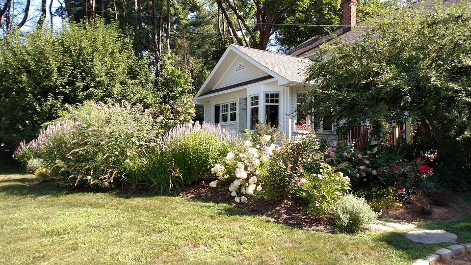 Curb Appeal on a Budget: Draw House Hunters in With a Dynamite First Impression